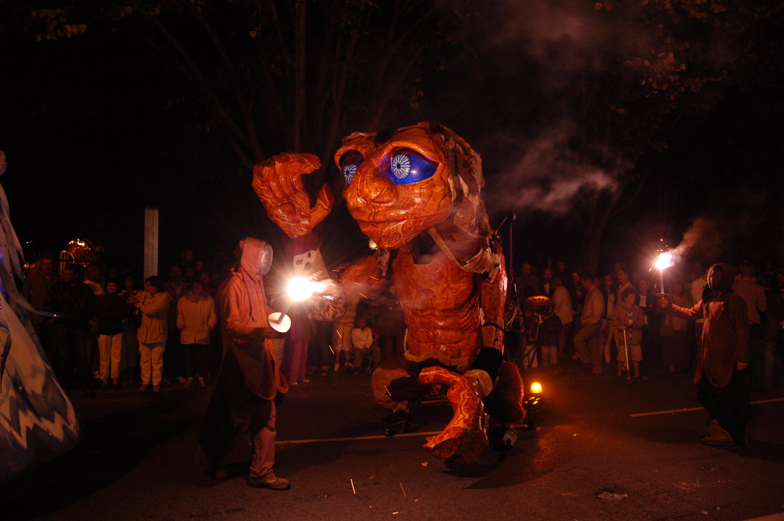 mario, marionnette géante parade, festival et défilé carnaval