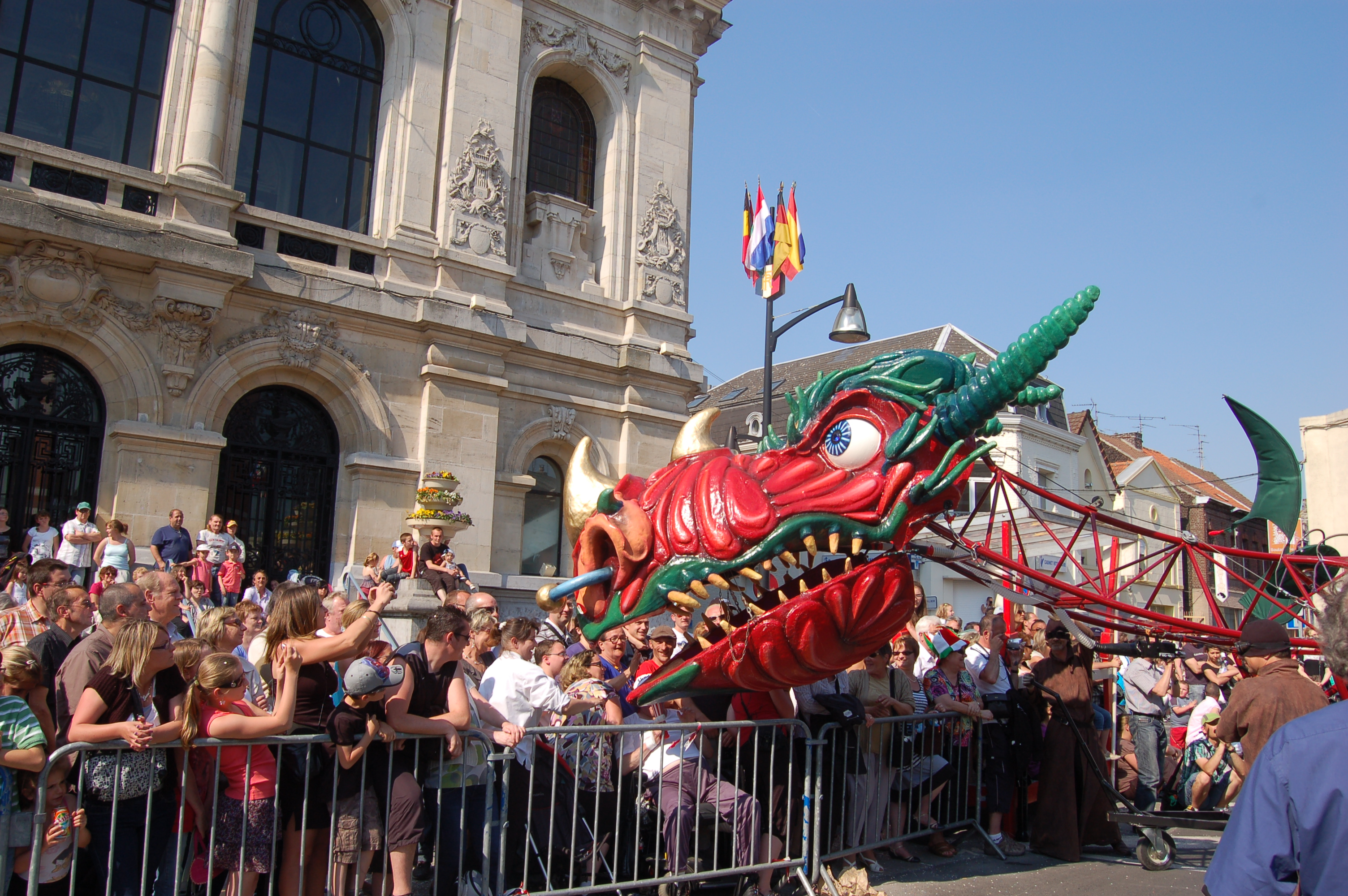 dragooo, marionnette géante parade, festival et défilé carnaval